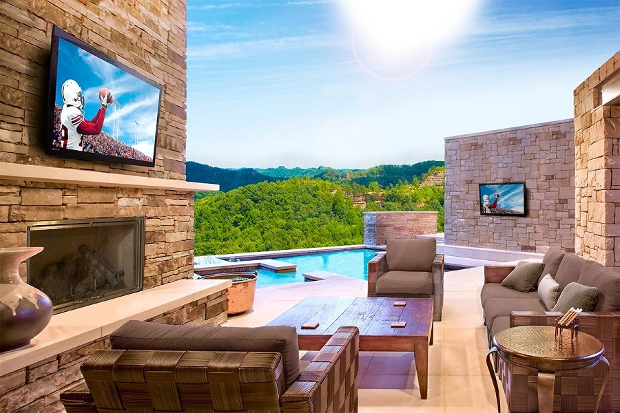 Watch the Game Outdoors with a Dedicated Outdoor Movie Screen